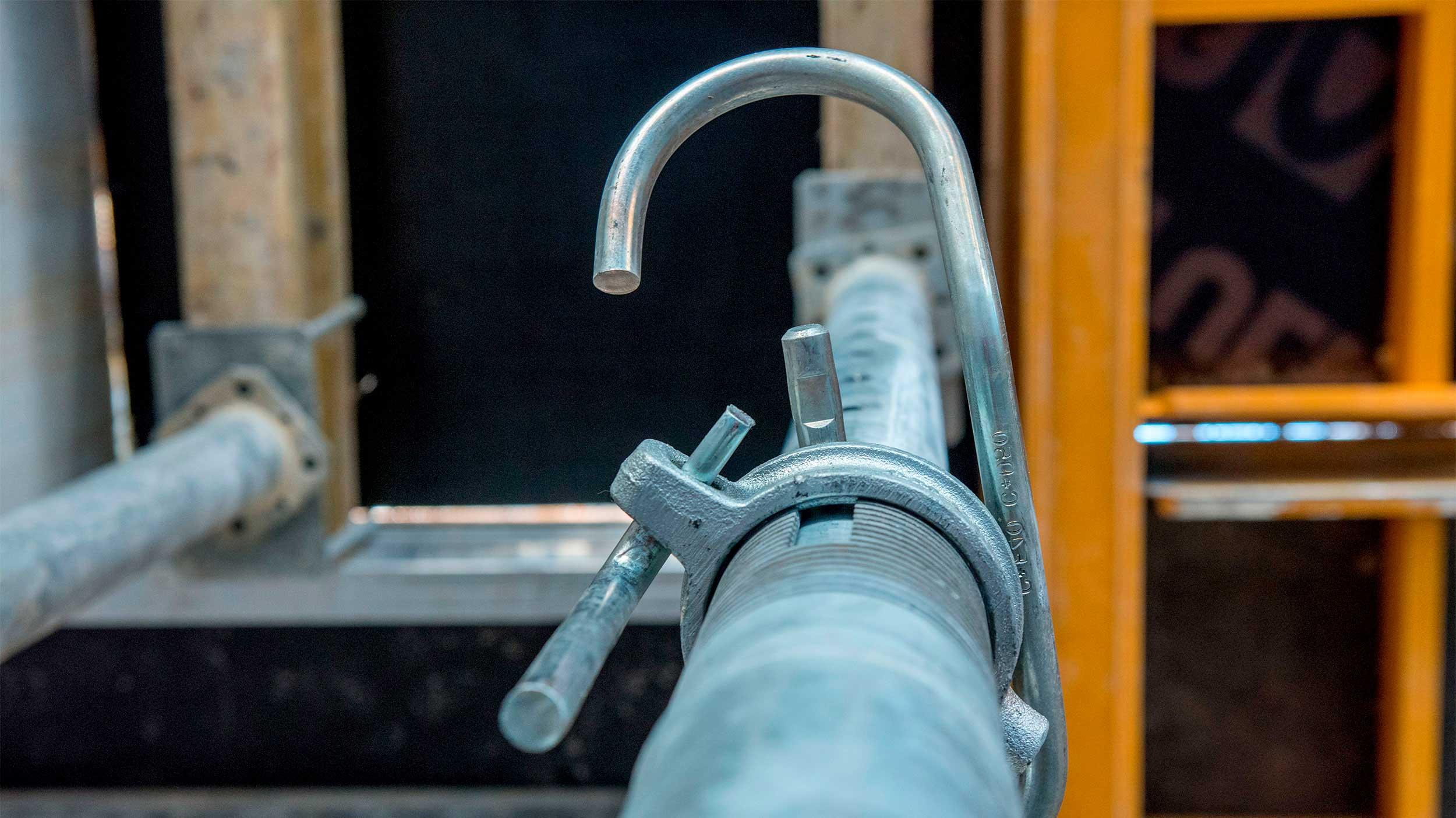 Escoras metálicas de aço e alumínio de diferentes capacidade para suportar grandes cargas, em locação e venda. Verifique as soluções que oferece a ampla gama de escoras da ULMA