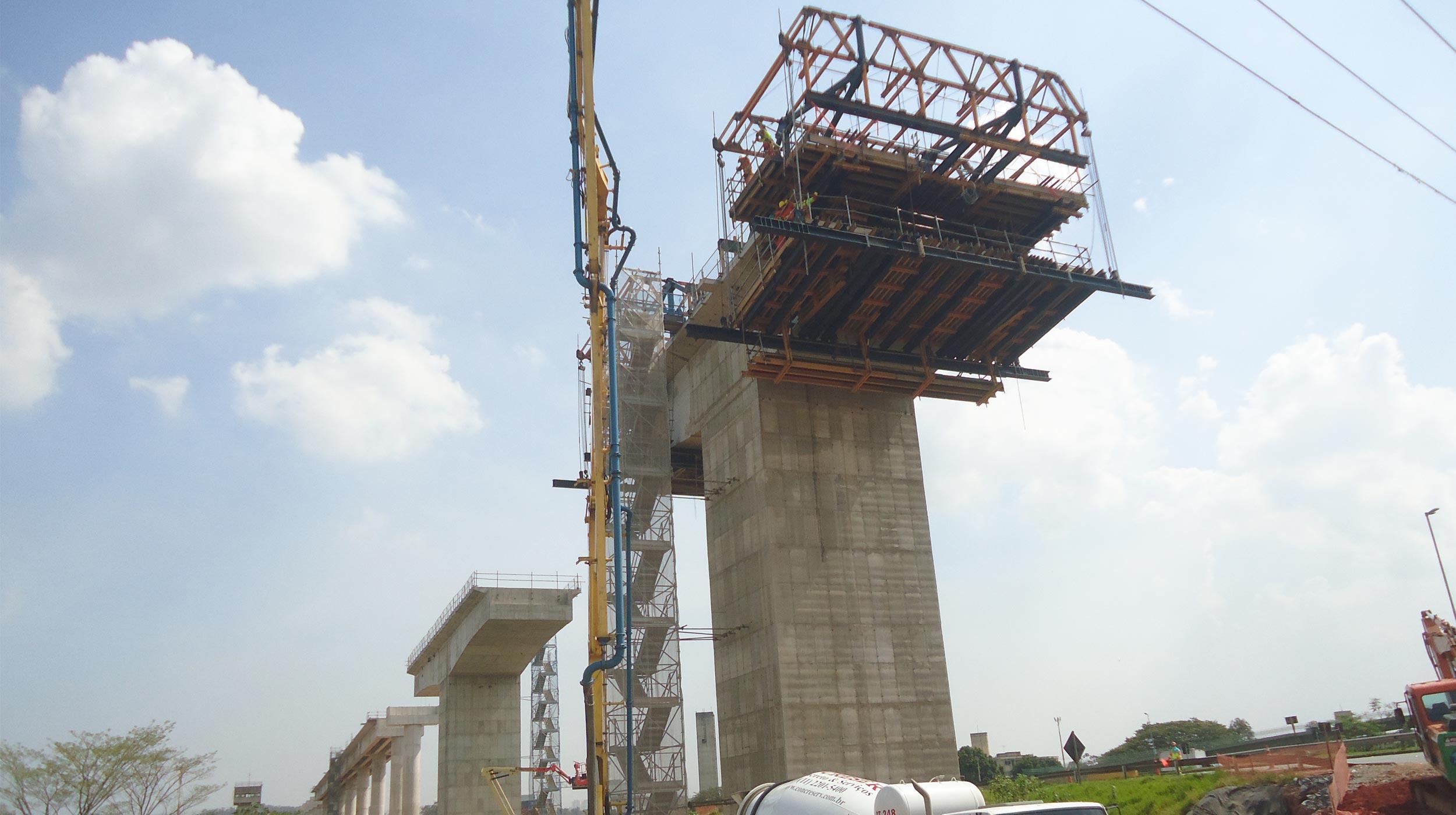 A nova Linha-13 Jade, que ligará São Paulo ao Aeroporto Internacional de Guarulhos, é a mais importante obra da CPTM atualmente, com investimentos totais de R$ 1,8 bilhão, com as obras civis financiadas pela Agência Francesa de Desenvolvimento (AFD) e recursos do Governo do Estado de São Paulo (GESP).