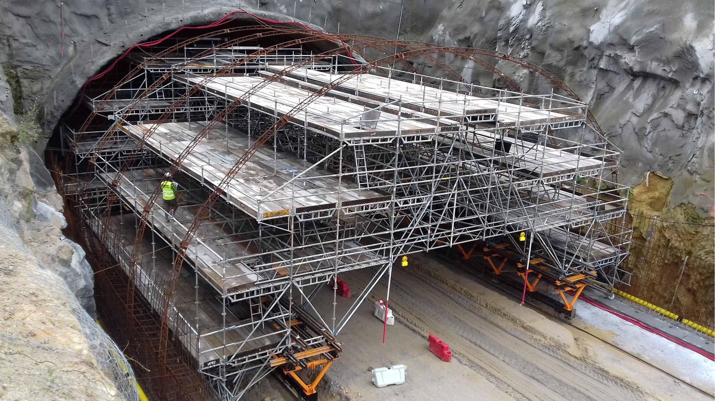 Com 19,2 m de largura, este túnel assim que concluído, vai se tornar o mais largo de toda a península ibérica.