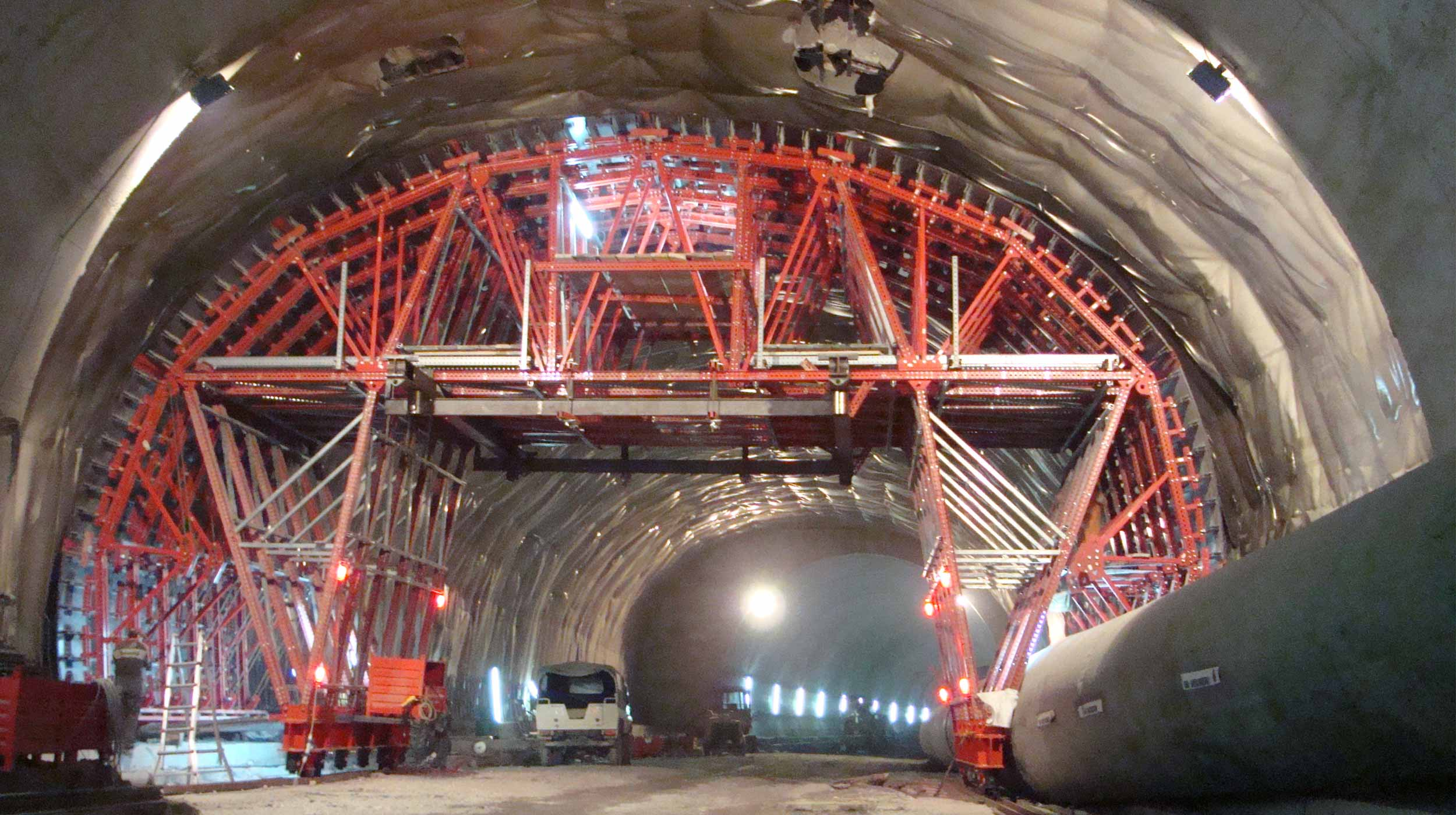 A execução deste túnel, sobretudo devido à sua largura, implicou num grande avanço na circulação do trânsito na zona de Pesaro.